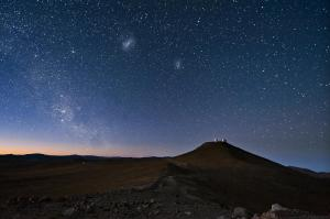 sky_constellations_night_desert_mountain_sand